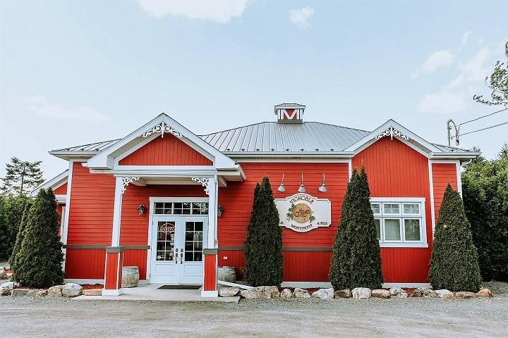 Vignoble J O Montpetit ,oenotourisme ,visite de vignobles ,cépages ,dégustation ,Montérégie, Sélection Vindici ,Sud du Québec .
