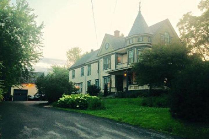 Les Caprices de Victoria Sutton – Hébergement Cantons de l'Est hôtels, auberges, gîtes et B&B