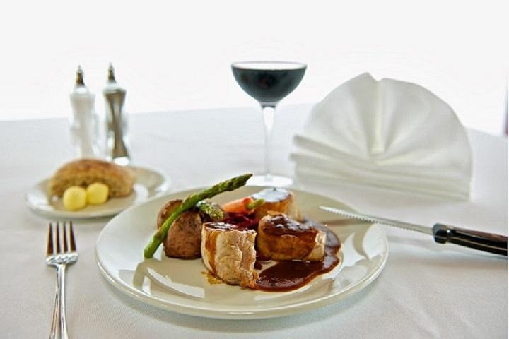 La Rotonde Hôtel Castel - Restaurants Granby Cantons de l'Est