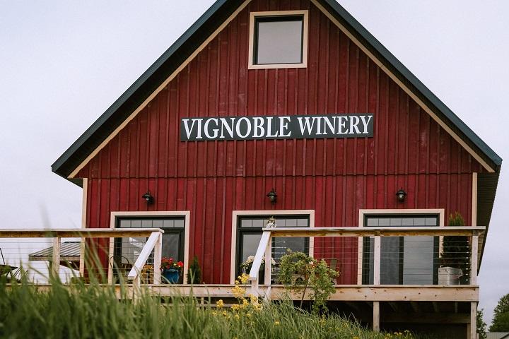 Vignoble Little Red Wagon ,oenotourisme ,visite de vignobles ,cépages ,dégustation ,Outaouais , Sélection Vindici ,Sud du Québec
